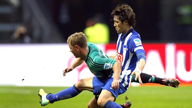 Berlin's Hajime Hosogai of Japan, right, and Schalke's Max Meyer, left, challenge for the ball during the German first division Bundesliga soccer match between Hertha BSC Berlin  and FC Schalke 04 in Berlin, Germany, Saturday, Nov. 2, 2013
