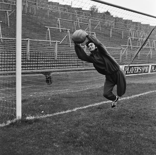 15th October 1970:  Alan Knott, England and Kent wicket-keeper, taking in some goal mouth practice at Charlton FC ground, The Valley, in preparation for the England Cricket Tour to Australia.  (Photo