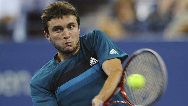 Simon breezes past Monfils in Bangkok