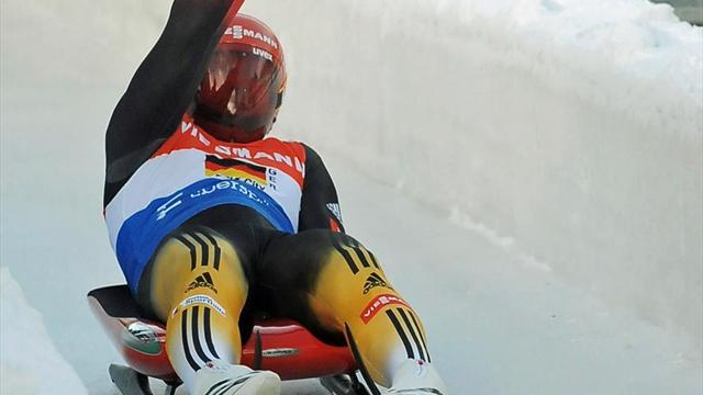 Luge - Loch closes in on World Cup title with Oberhof win