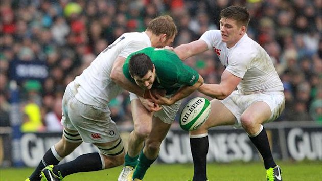 Ireland's fly half Jonathan Sexton (C) is tackled by England's flanker Chris Robshaw (L) and England's fly half Owen Farrell (R) during the Six Nations international rugby union match between Ireland and England at the Aviva Stadium in Dublin (AFP)
