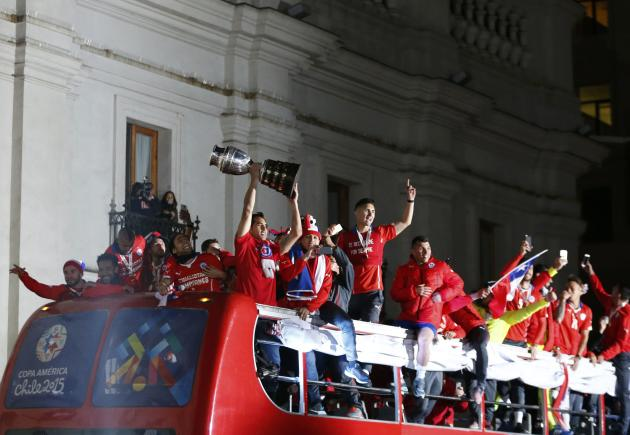 Chile's national soccer team arrives at the La Moneda presidential palace after Chile defeated Argentina to win the Copa America 2015 final soccer match in Santiago