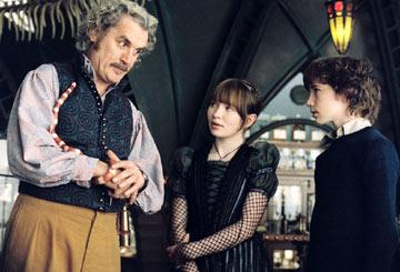 Uncle Monty ( Billy Connolly ), Violet ( Emily Browning ) and Klaus ( Liam Aiken ) in Paramount Pictures' Lemony Snicket's A Series of Unfortunate Events