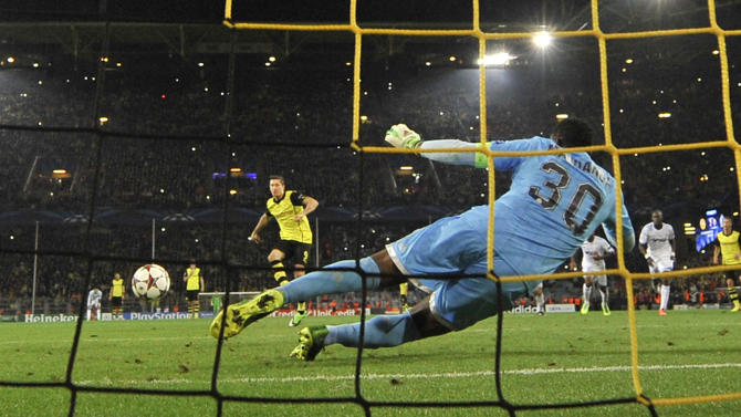 Dortmund's Robert Lewandowski of Poland scores a penalty during the Champions League group F soccer match between Borussia Dortmund and Olympique Marseille in Dortmund, Germany, Tuesday Oct. 1, 2013
