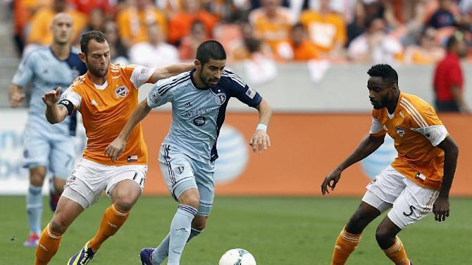 Nagamura heads in winner for Sporting KC, 1-0 over Chicago