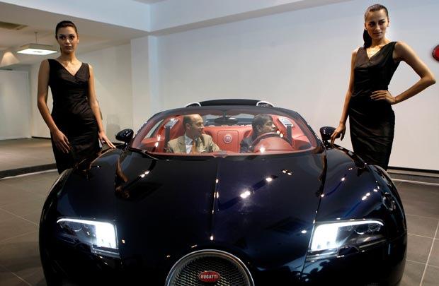 bugatti veyron india 39 s most expensive car. Black Bedroom Furniture Sets. Home Design Ideas