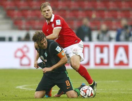 FSV Mainz 05's Geis challenges Werder Bremen's Fritz in Bundesliga soccer match in Mainz