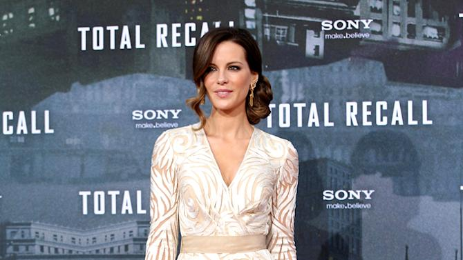 2 hot 2 handle, Kate Beckinsale