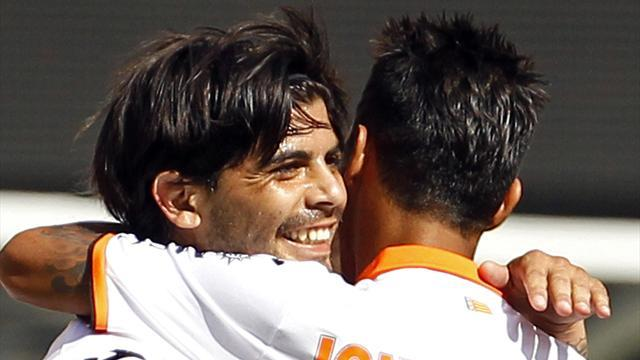 Liga - Banega joins Newell's on loan from Valencia