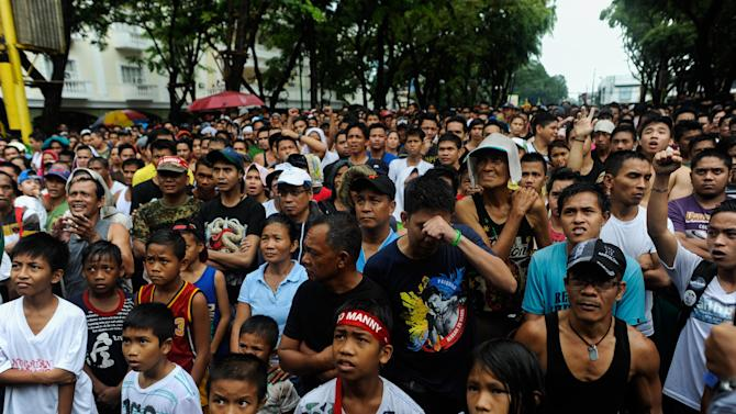 Fans In Manila Watch Manny Pacquiao v Floyd Mayweather