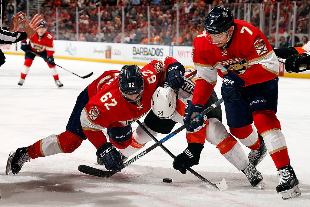SUNRISE, FL - NOVEMBER 22: Denis Malgin #62 and teammate Colton Sceviour #7 of the Florida Panthers face off against Sean Couturier #14 of the Philadelphia Flyers at the BB&T Center on November 22, 2016 in Sunrise, Florida. (Photo by Eliot J. Schechter/NHLI via Getty Images)