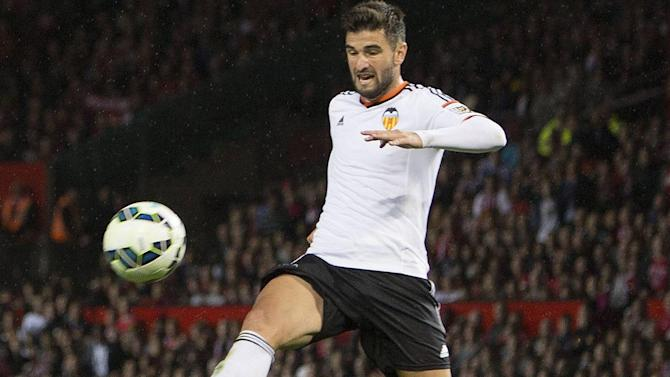 Liga - Valencia romp to win over 10-man Malaga