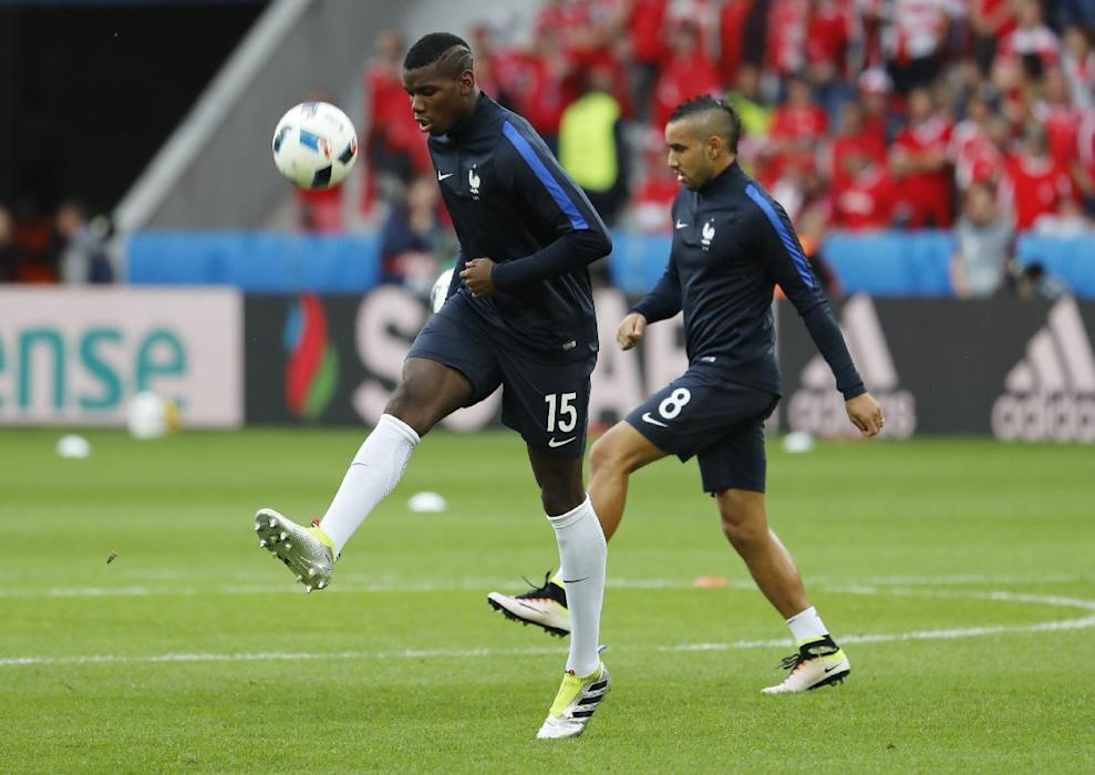 France's Paul Pogba (L) and Dimitri Payet warm up before the game