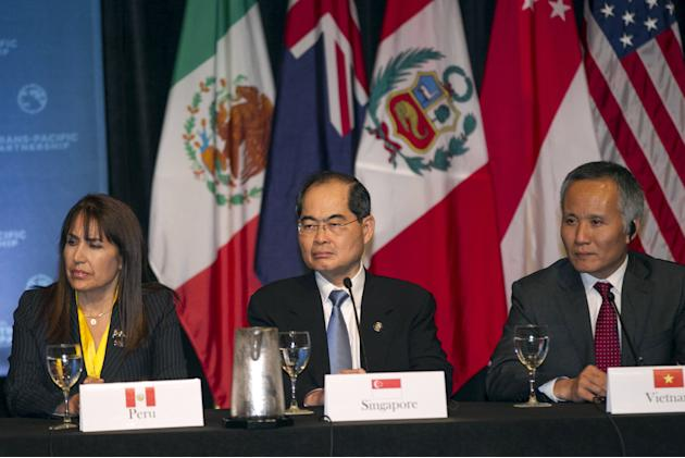 Peruvian Minister of Foreign Trade and Tourism Magali Silva, Singapore Minister for Trade and Industry Lim Hng Kiang, and Vietnamese Deputy Minister of Trade Tran Quoc Khanh participate in a press con