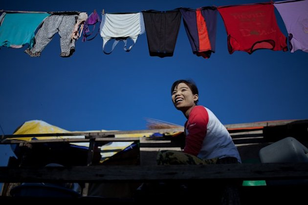 A resident cleans dishes in Tanjung Labian, Malaysia, near the location where suspected Filipino militants are holding off on February 21, 2013. Philippine President Benigno Aquino has criticised the gunmen who entered the Malaysia state of Sabah in a bizarre effort to stake a territorial claim, warning their actions could lead to conflict