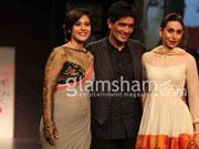 Kajol stuns at Manish Malhotra's show at Lakme fashion Week 2013