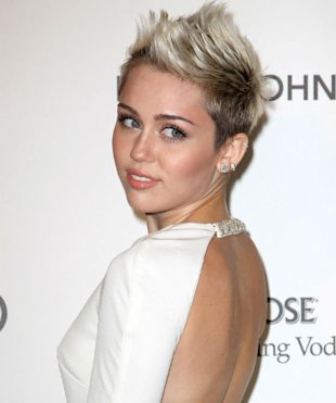 Flirt Buddies? Miley Cyrus Strikes Up 'Twitter Friendship' With Lawson's Andy Brown
