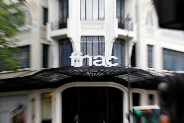 Le Groupe Fnac a soumis une offre à Darty en vue d'un rachat via un échange d'actions. Chaque détenteur de titre Darty recevrait une action Fnac pour 39 actions Darty. /Photo d'archives/REUTERS/Charles Platiau