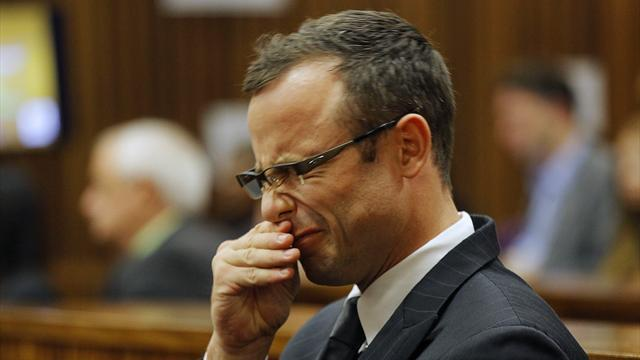 Pistorius case - Pistorius 'argued with cop who touched his gun'