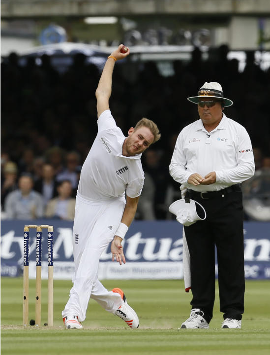 England's Stuart Broad bowls to New Zealand's Martin Guptill during play on the second day of the first Test match at Lord's cricket ground in London, Friday, May 22, 2015. (AP Photo/Kirst