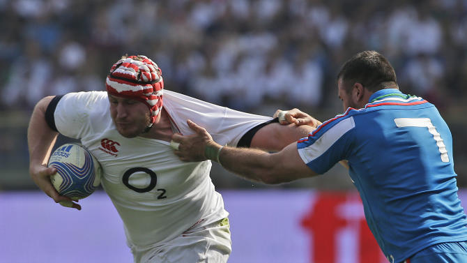 England's Ben Morgan, left, and Italy 's Robert Barbieri compete for the ball during a Six Nations international rugby union match between Italy and England, in Rome, Saturday, March 15, 2014. Owen Farrell accounted for 22 points and Mike Brown added two tries as England stated its case for the Six Nations title with a convincing 52-11 win over Italy on Saturday at the Stadio Olimpico. (AP Photo/Alessandra Tarantino)