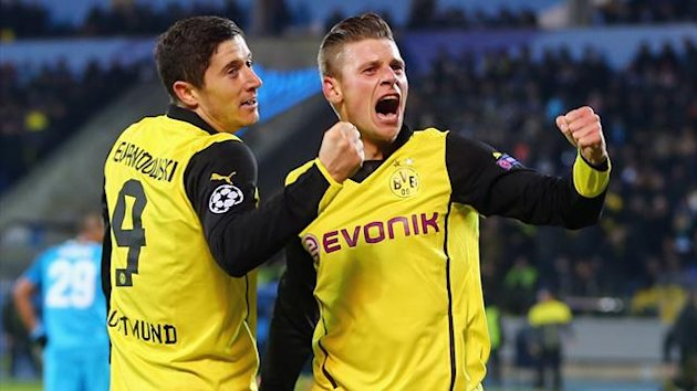 Robert Lewandowski (L) of Dortmund celebrates his team's third goal with team mate Lukas Piszczek (Getty Images)
