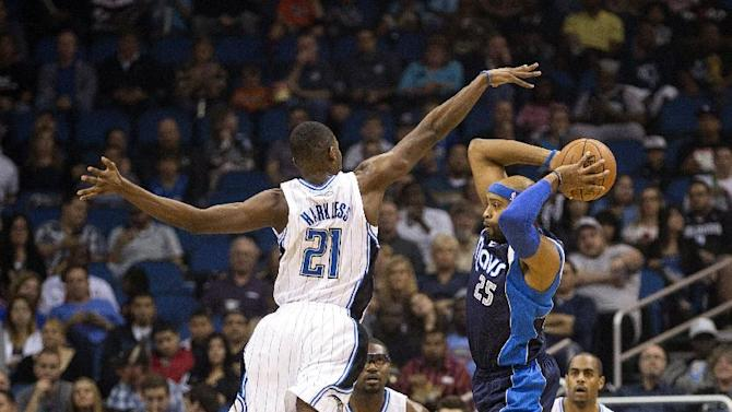 Orlando Magic's Maurice Harkless (21) covers Dallas Mavericks' Vince Carter (25) during the first half of an NBA basketball game in Orlando, Fla., Saturday, Nov. 16, 2013