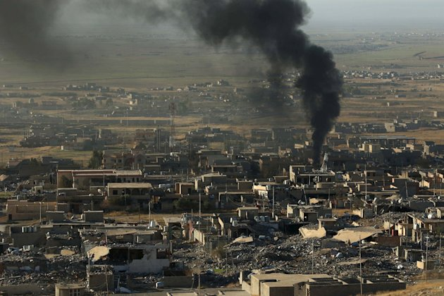 Smoke rises from the site of U.S.-led air strikes in the town of Sinjar, November 12, 2015. (Reuters)