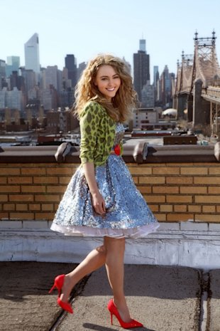 AnnaSophia Robb As Carrie Bradshaw in The Carrie Diaries: FIRST LOOK!
