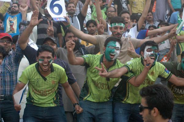LAHORE, May 24, 2015 (Xinhua) -- Pakistani cricket fans gather at the Gaddafi Cricket Stadium in eastern Pakistan's Lahore, May 24, 2015. The Twenty20 matches held on Friday and Sunday mark a retu
