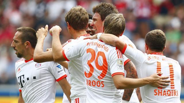 Bundesliga - Bayern break record in Frankfurt