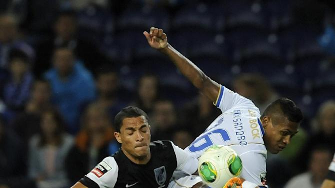 FC Porto's Alex Sandro, right, challenges Vitoria Guimaraes' Leonel Olimpio, both from Brazil, in a Portuguese League soccer match at the Dragao Stadium in Porto, Portugal, Friday, Sept. 27, 2013
