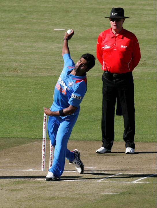 Indian bowler Vinay Kumar bowls during the first of five ODI series match between India and Zimbabwe at the Harare Sports Club on 24 July, 2013. AFP PHOTO / JEKESAI NJIKIZANA        (Photo credit shou