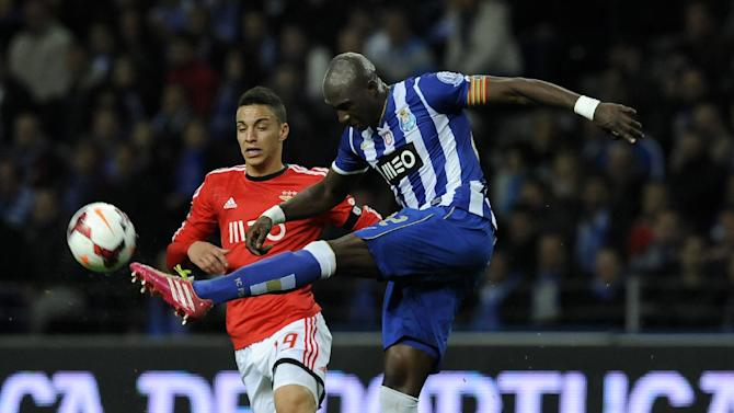FC Porto's Eliaquim Mangala, right, from France clears the ball from Benfica's Rodrigo Machado from Spain, in a Portugal Cup semifinal first leg soccer match at the Dragao stadium in Porto, Portugal, Wednesday, March 26, 2014