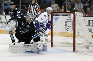 Pavelski scores 2 in Sharks 4-1 win over Canucks