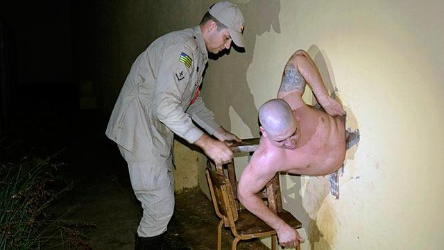 Escaping Prisoner Gets Lodged in Wall