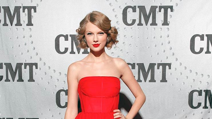 Taylor Swift CMT Artist Of The Year