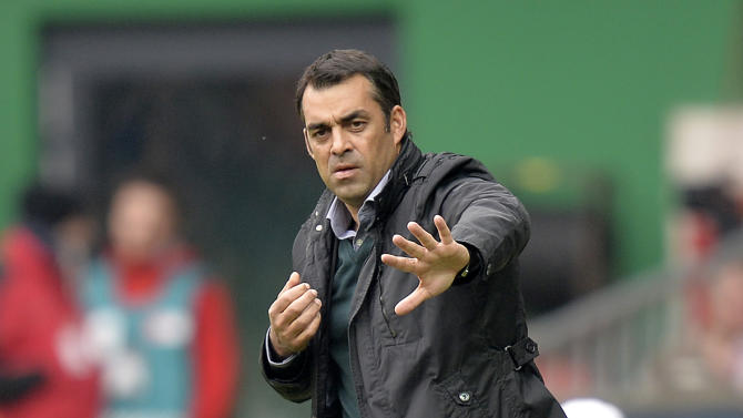 Bremen's head coach Robin Dutt reacts during the German first division Bundesliga soccer match between Werder Bremen and SC Freiburg in Bremen, Germany, Saturday, Oct. 19, 2013