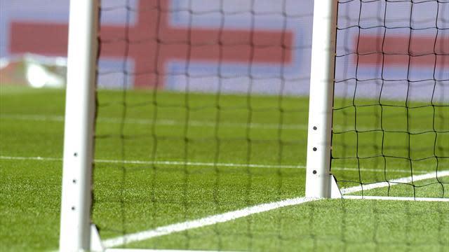 Bundesliga - German clubs reject goal-line technology