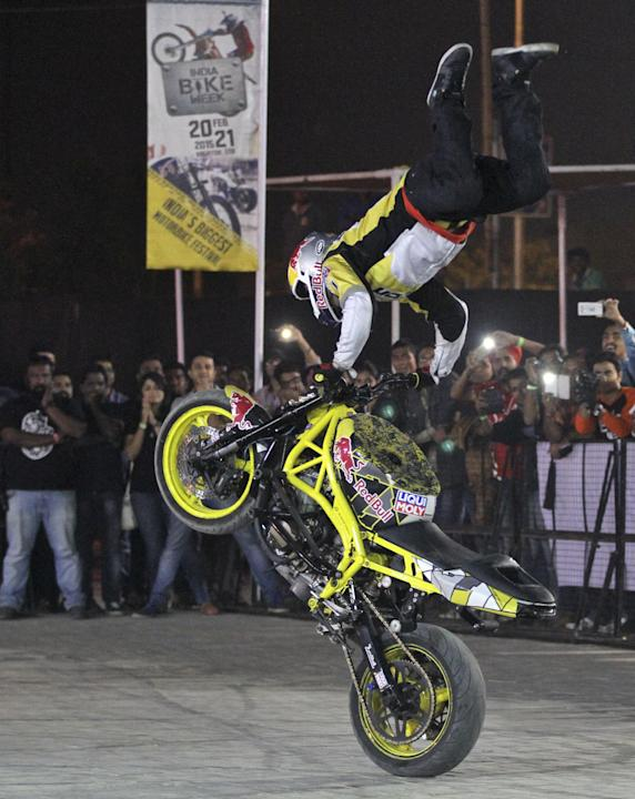 Bikes 2015 India Stunts top motorcycle stunt rider