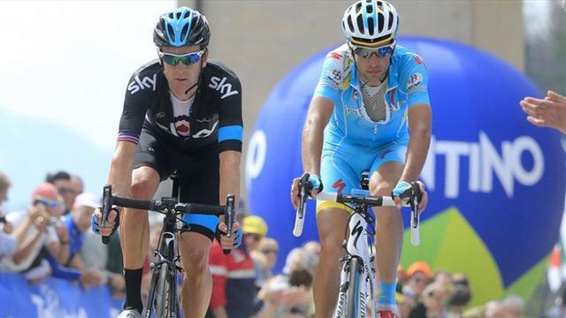 Cycling - Wiggins struggles as Hesjedal loses time on rainy Giro