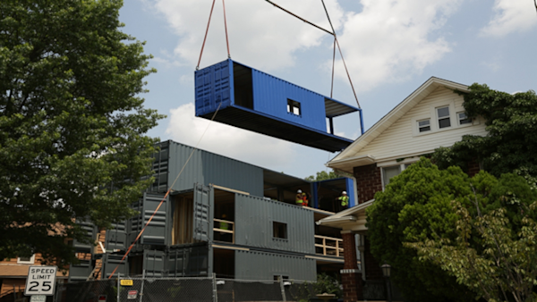 Home sweet shipping container power players yahoo news for Sweet home 3d mobili
