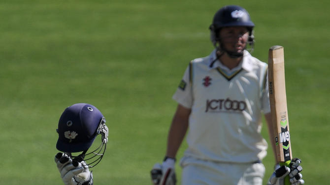 Cricket - LV County Championship - Division One - Yorkshire v Surrey - Headingley
