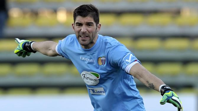 Catania goalkeeper Mariano Gonzalo Andujar, of Argentina, indicates during a serie A soccer match between Parma and Catania at Parma's Tardini stadium, Italy, Sunday, Feb. 9, 2014