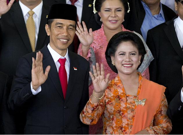 Indonesia's seventh president joko widodo, left, waves with his wife