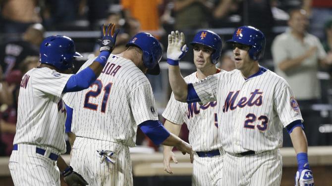 Teagarden hits slam in Mets debut, a 6-2 win