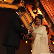 Amitabh Bachchan presents Filmfare Lifetime Achievement award to his first leading lady