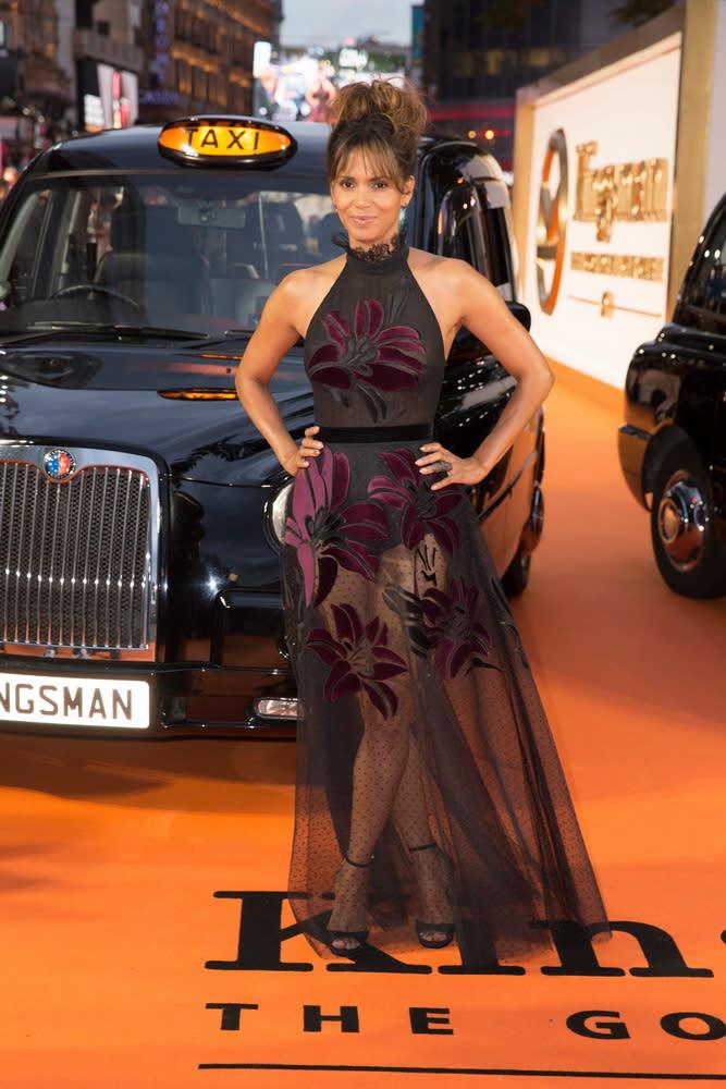 <p>在倫敦首映現場上,兩台計程車並排迎接金士曼與仕特曼的大駕光臨。(圖:荷莉貝瑞) </p>