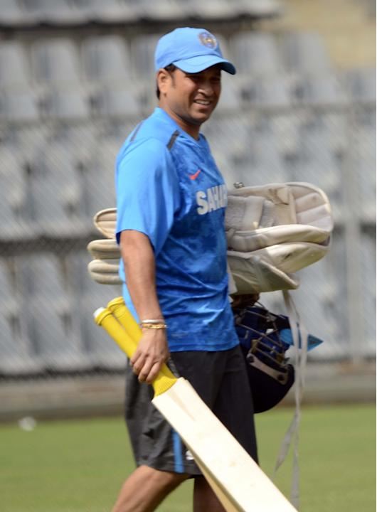 Sachin Tendulkar practice with Mumbai team ahead of his last Ranji Trophy match for Mumbai against Haryana in Lahli, Rohtak in Mumbai on Oct.24, 2013. (Photo: Sandeep Mahankaal/IANS)
