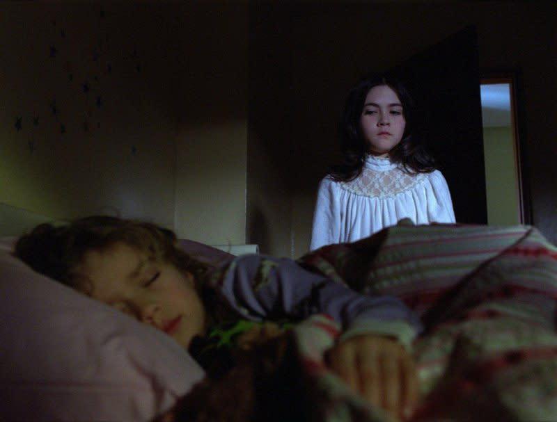<p>第九名.《孤兒怨》恐怖養女:在2009年的這部驚悚電影中,一家人好心領養女兒,卻為全家招來殺身之禍,《孤兒怨》養女背後的「真相」至今仍令人震撼不已。演出恐怖養女的十歲小童星當年完全「超齡」詮釋,這名小童星伊莎貝拉傅爾曼(Isabelle Fuhrman)如今已經二十二歲,而《孤兒怨》仍是她至今的最「驚」代表作。(圖:Yahoo奇摩電影) </p>